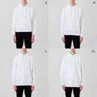 MicaPix/SUZURI店のHappyday ひよこトリオ(2tone) Hoodiesのサイズ別着用イメージ(男性)