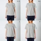 ちるまの店の(表裏で食前食後)ピョウにゃんの食卓 T-shirtsのサイズ別着用イメージ(女性)
