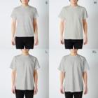 ちるまの店の(表裏で食前食後)ピョウにゃんの食卓 T-shirtsのサイズ別着用イメージ(男性)