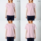 スマホdeイラストレーター・古川 セイのキャップを被ったパグ T-shirtsのサイズ別着用イメージ(女性)