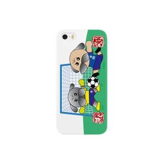 サッカーをするパグ スマートフォンケース