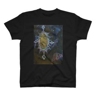 お妃様の鏡のある日 Tシャツ