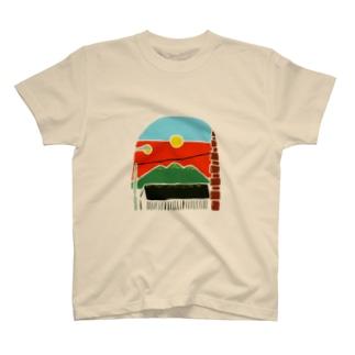 月と三日月山 T-shirts