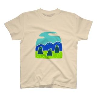 山と菜の花畑 T-shirts