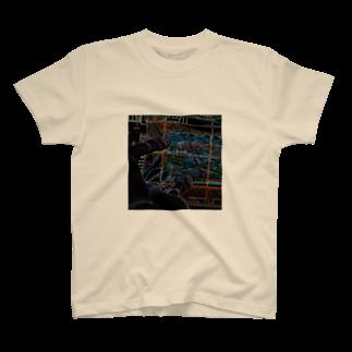 Akieem  ZawadiのTokyo Tower Sky T-shirts