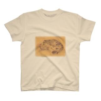 子猫すやすや T-shirts