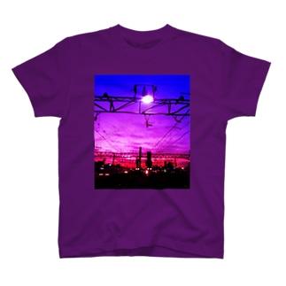 朝焼けの線路 T-shirts