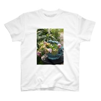 gardening01 T-shirts