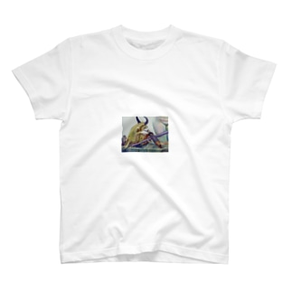 牛骨と金属のある静物画 T-shirts
