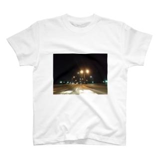 夜の高速道路 T-shirts