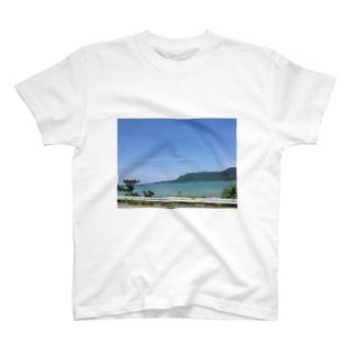 海沿いのドライブ T-shirts