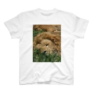 王の休息 T-shirts