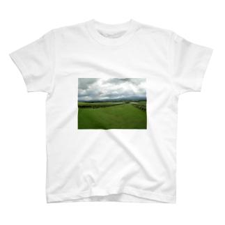 遠い目 T-shirts