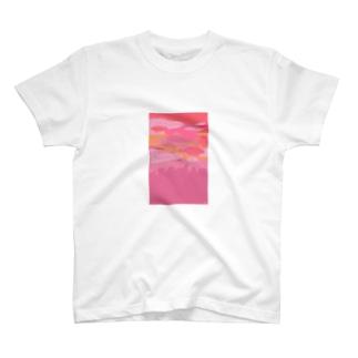 サーモンピンクの街で T-shirts