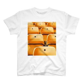 オレンジの椅子01 T-shirts