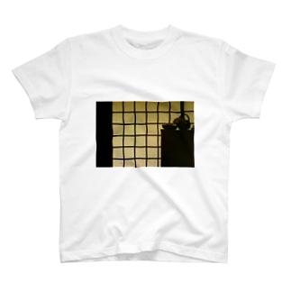格子と棚の並列交差構造 T-shirts