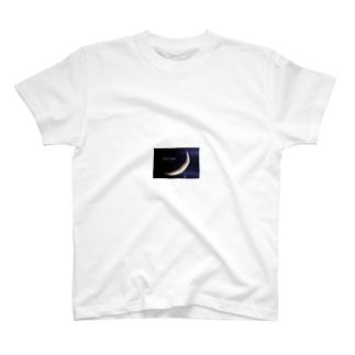 月のペンダント T-shirts