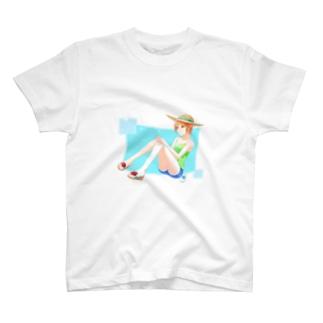 ショートの女の子 T-shirts