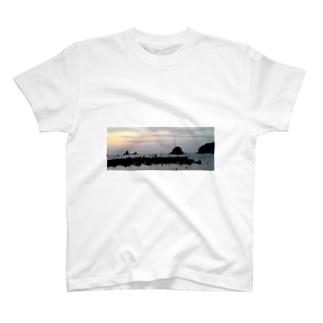 田子島と釣り人 T-shirts