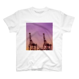 朝焼けキリン(ガントリークレーン) T-shirts
