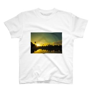 rainyryoのDawn of Angkor Wat T-shirts