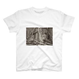 Ruin Child T-shirts