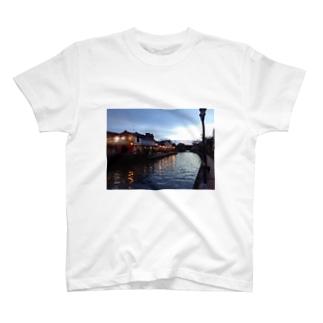 マラッカ川の夕暮れ T-shirts