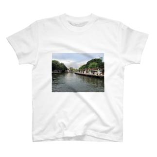マラッカ川 T-shirts