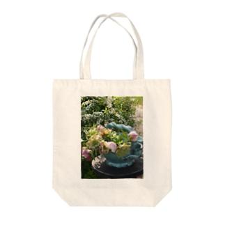 gardening01 Tote bags