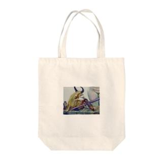 牛骨と金属のある静物画 Tote bags