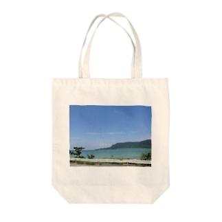 海沿いのドライブ Tote bags