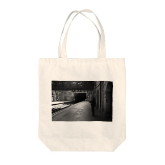 London station Tote bags