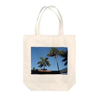 Los Angeles Malibu Palm Tree Tote bags
