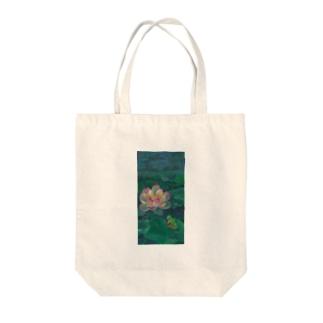蓮とカエル Tote bags