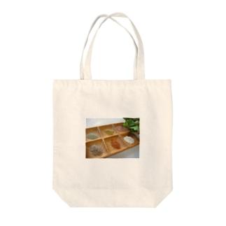 大地からの贈り物 Tote bags