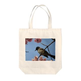 ヒヨドリと桜 Tote bags