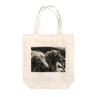 上目使い Tote bags