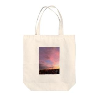 minの夕陽グラデーション Tote bags