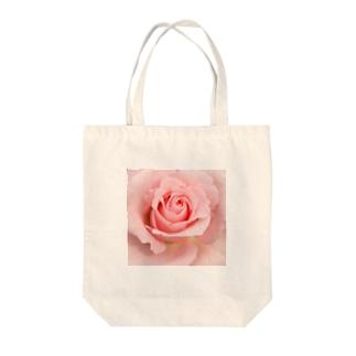 ピンクローズ Tote bags