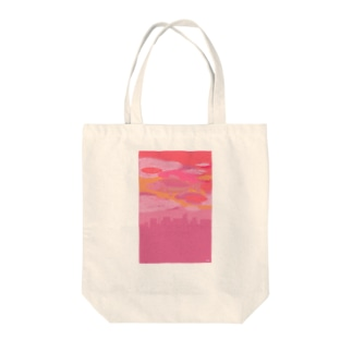 サーモンピンクの街で Tote bags