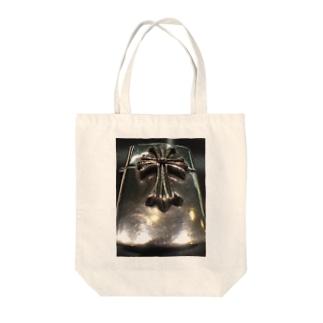 魂のシールド Tote bags