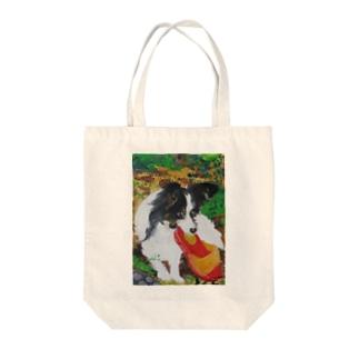 サンダルをくわえる子犬 Tote bags