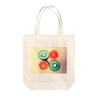 キウイとみかん Tote bags