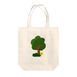 木と幸せ Tote bags
