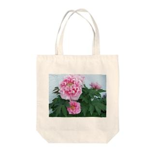 Beautiful peony Tote bags