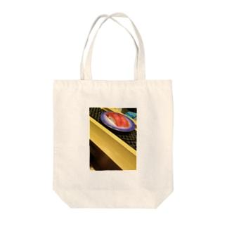 レイン食堂の迫り来るマグロ Tote bags