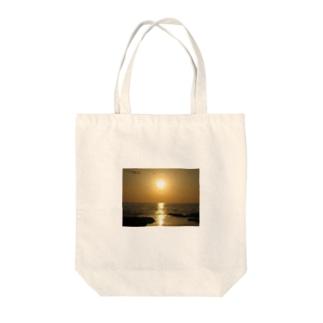 夕日 Tote bags