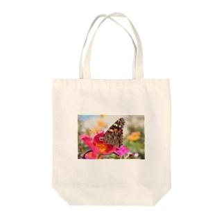 花と蝶 Tote bags