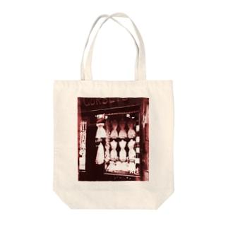 その物語を忘れない。のEugène Atget: Boulevard de Strasbourg, Corsets, Paris, 1912 Tote bags