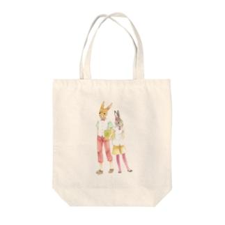 うさぎふたり Tote bags